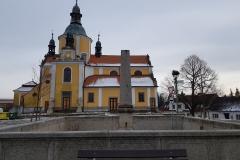 kostel s kašnou leden 2020