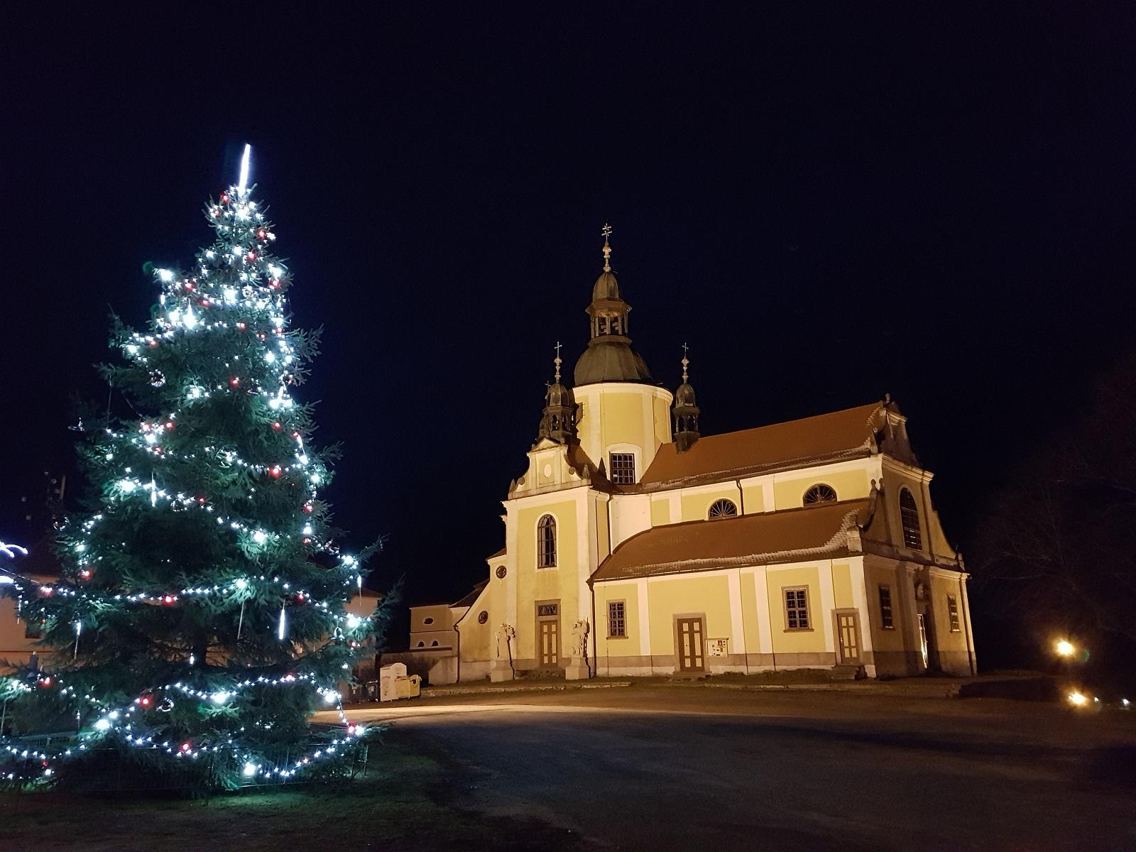 vánoční pohled na kostel 2018